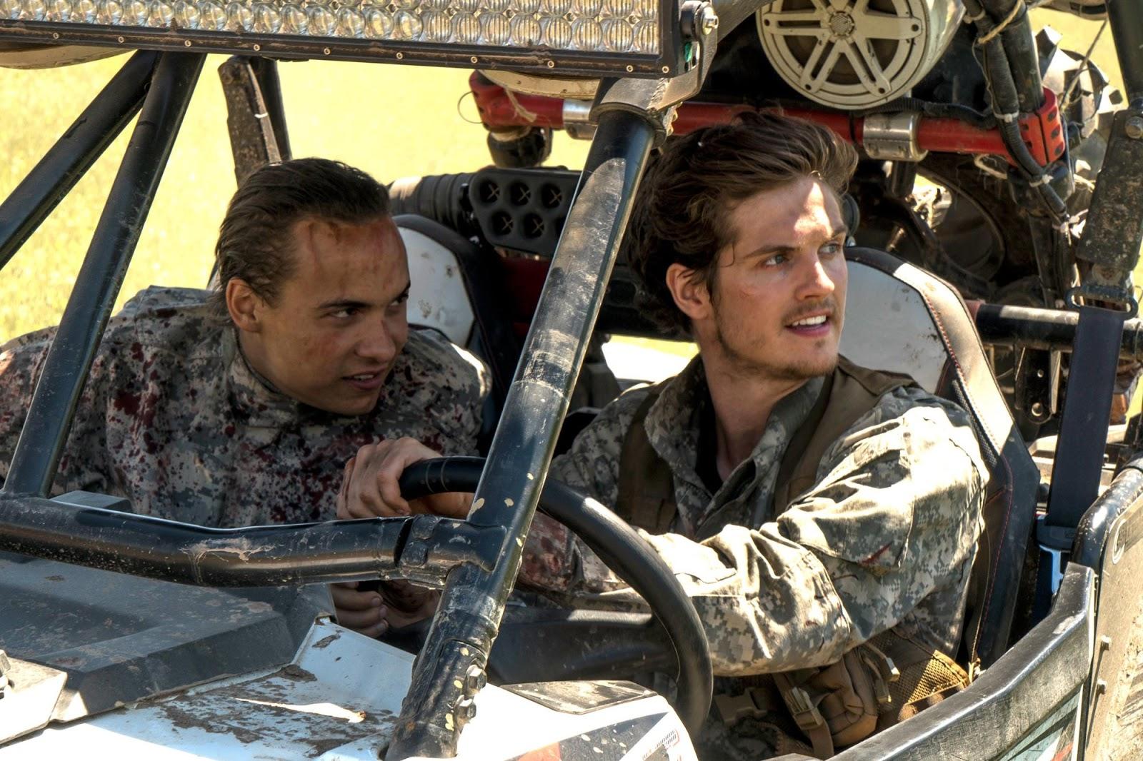 Troy Otto y Nick Clark en el episodio 3x09 Minotaur de Fear The Walking Dead