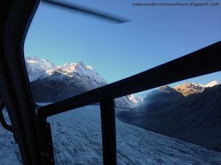 Vistas desde el interior del helicóptero que nos llevaría de vuelta a tierra firme desde el glaciar Tasman