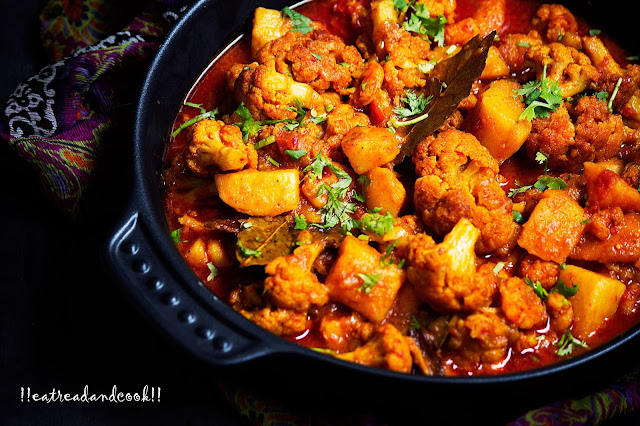 easy and simple bengali style Fulkopi Chingrir Torkari recipe / Bengali Style Cauliflower and Prawns Curry recipe and preparation step by step with pictures