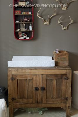 Cômoda trocador em madeira rústica