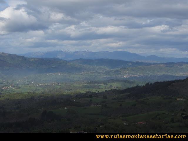 Ruta Torazo, Pico Incos: Vista desde el Incos de la Sierra del Aramo