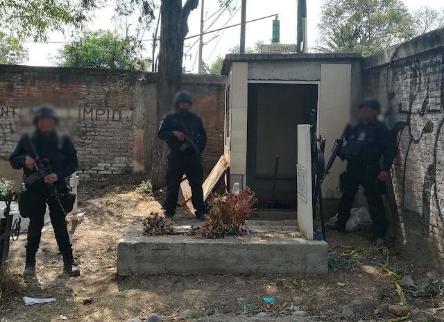 POLICÍAS FEDERALES LOCALIZAN UN TÚNEL CON UNA TOMA CLANDESTINA DENTRO DE UN PANTEÓN EN AZCAPOTZALCO