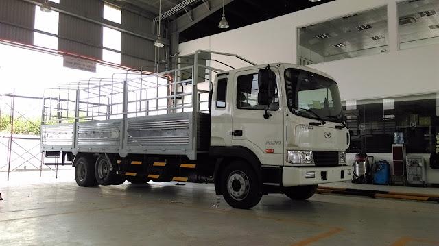 Xe tải Hyundai 3 chân HD210 thùng mui bạt