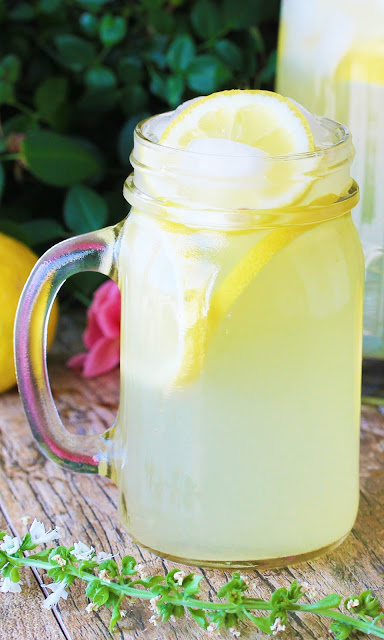 Learn how to make old fashioned, freshly squeeze homemade lemonade using real lemons.