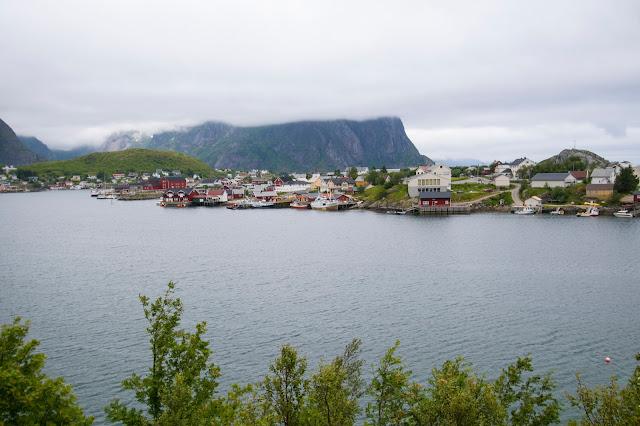 Strada verso Reine-Isole Lofoten