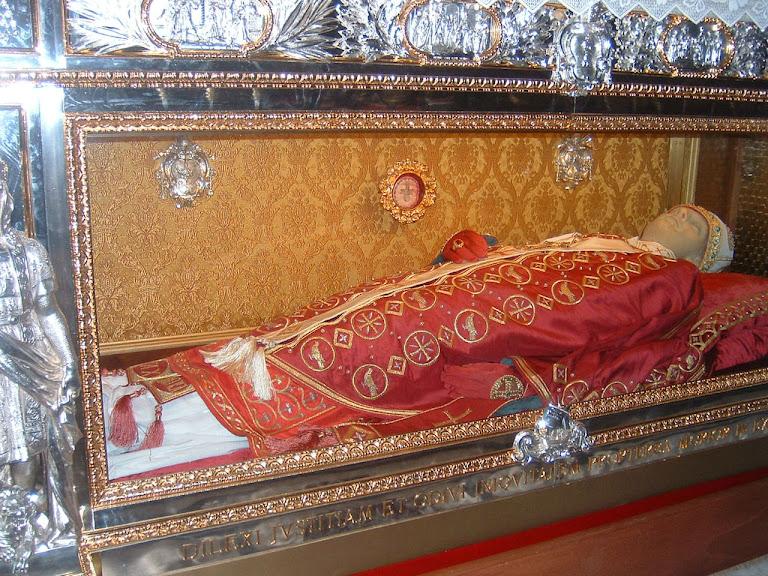Corpo embalsamado do Papa São Gregório VII na catedral de Salerno, Itália