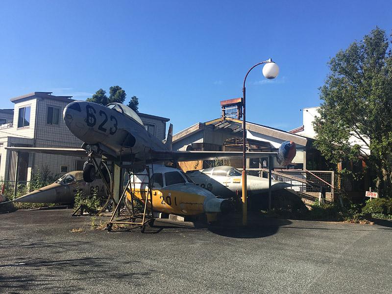 静岡県佐鳴湖畔にある喫茶店『喫茶飛行場』にある飛行機