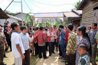Kedatangan Bupati dianggap sesuatu yang luar biasa oleh masyarakat, dimana warga bisa bertemu bertatap muka bahkan bisa bersalaman langsung dengan Bupati.