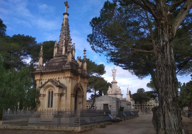 Carrer dels mausoleus