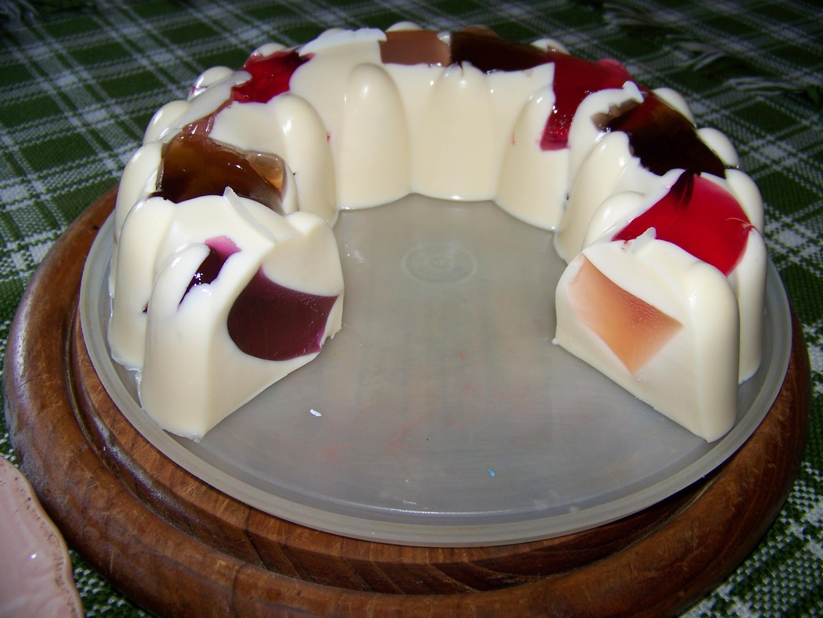 A Pretty Talent Blog: Making Jelly Cake