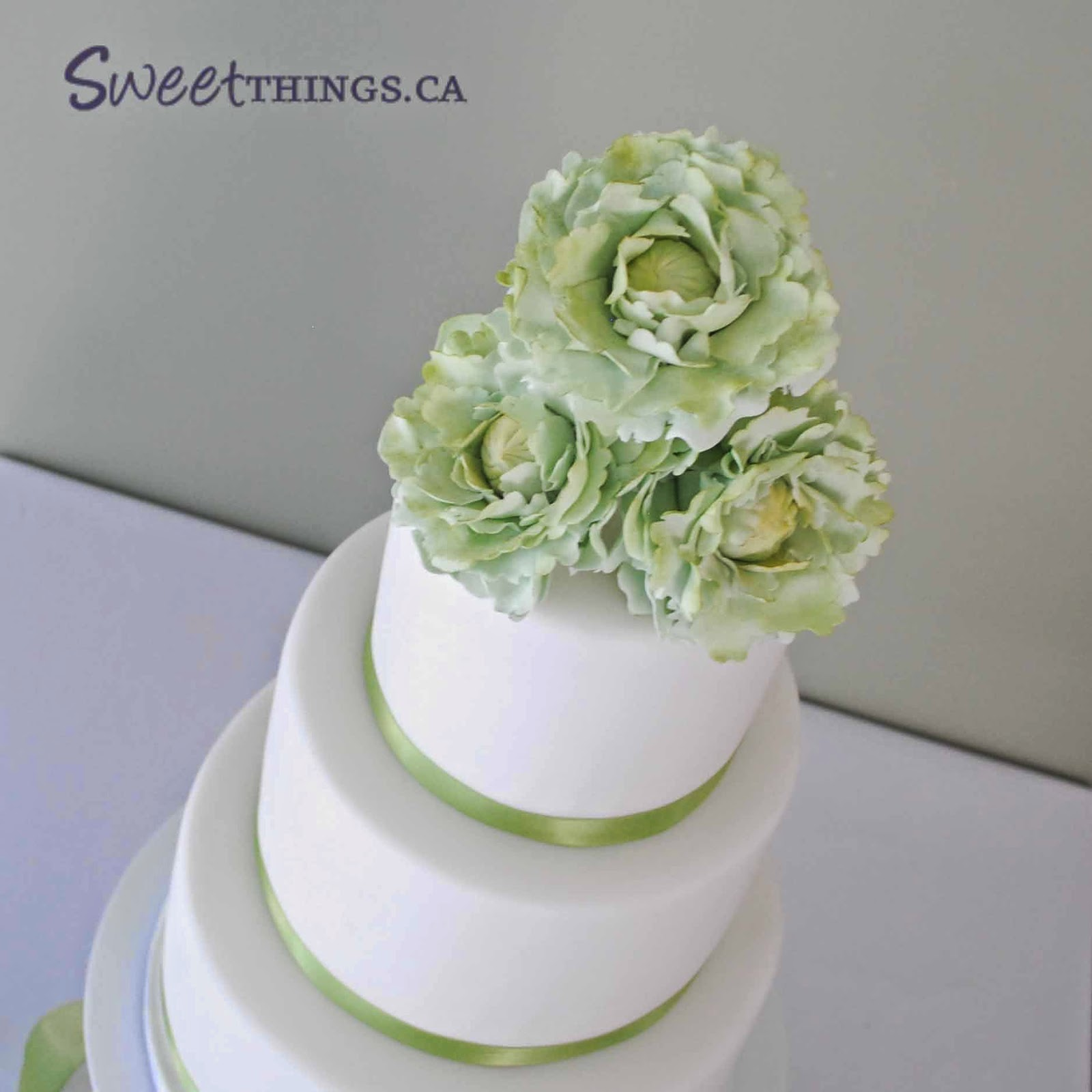 green and white wedding cake sweetthings green and white wedding cake 14961