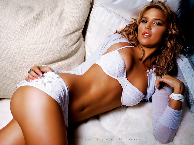 sexy-woman-on-sofa