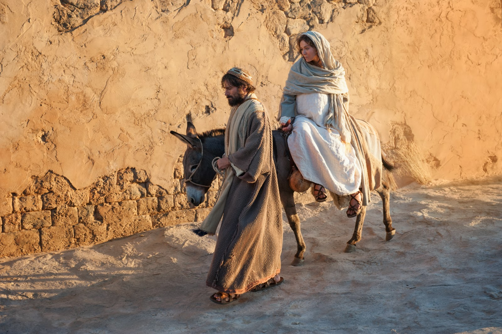 Christmas through the Eyes of Joseph and Mary Day By