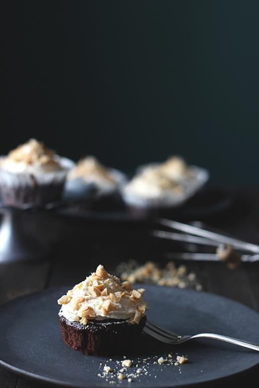 Rezept vegane Schoko-Erdnuss-Cupcakes, einfach und vegan | Holunderweg18