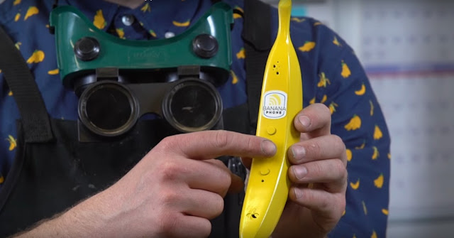 This Banana Phone Looks Quite Appealing