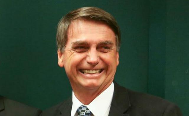 """Bolsonaro faz jus à homenagem nos EUA ao chamar manifestantes de """"idiotas úteis"""""""