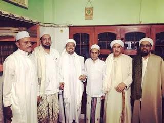 pengasuh sidogiri bersama ketua fpi Habib Rizieq Syihab