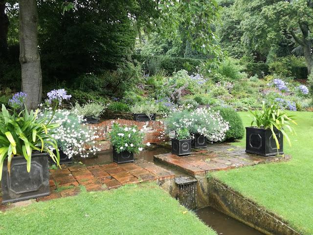ogród angielski, ołowiane donice