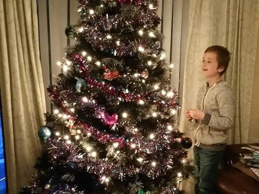 Blogmas Day 4 - Trimming the Tree