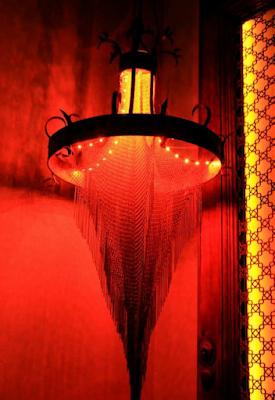lampara con piezas de malla inglesa