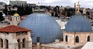 Dua Keluarga Muslim Jaga Pintu Gereja Yerusalem Selama Ratusan Tahun