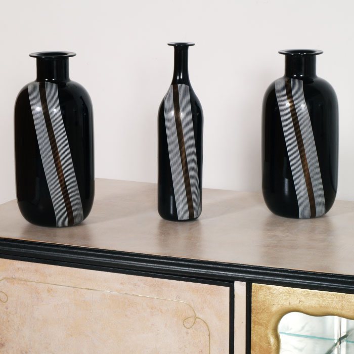 Mobili art deco atelier myartistic vasi neri design vetro for Oggetti moderni