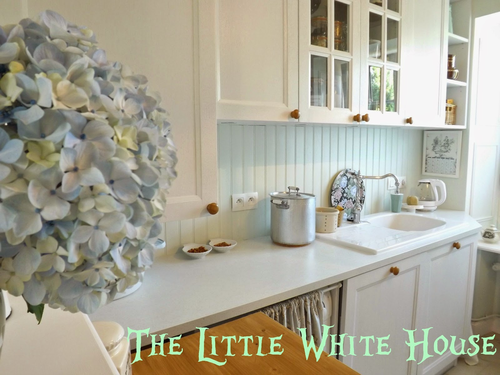http://thelittlewhitehouseontheseaside.blogspot.fr/2014/07/this-is-how-countertop-disappear.html