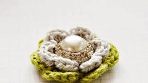 Bellísima flor al crochet con centro de perla - paso a paso