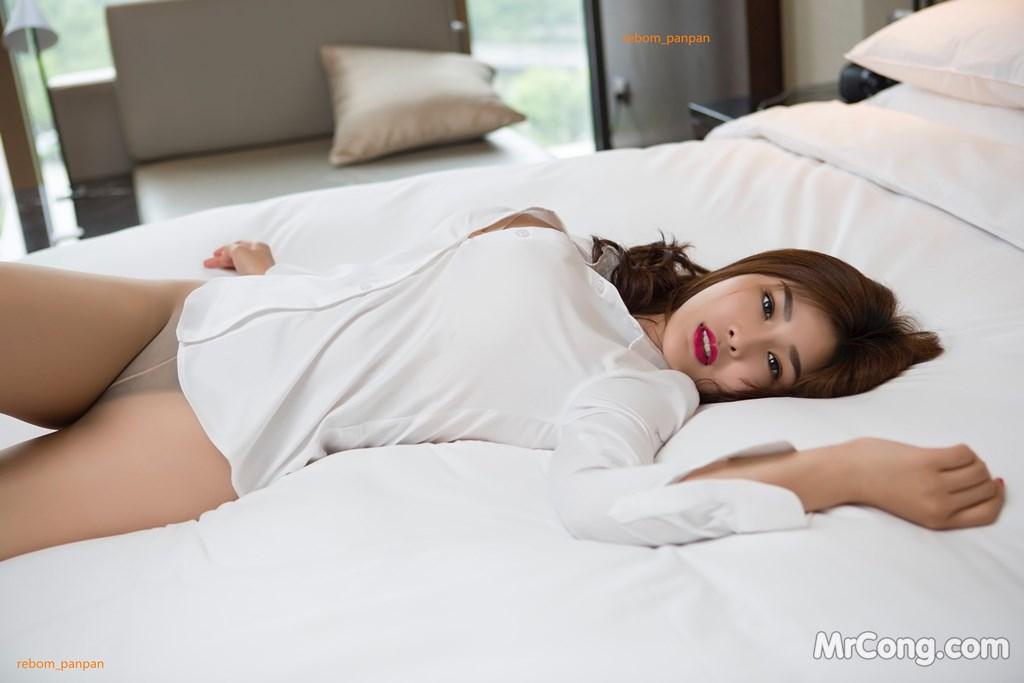 Image Yan-Pan-Pan-Part-4-MrCong.com-005 in post Người đẹp Yan Pan Pan (闫盼盼) hờ hững khoe vòng một trên giường ngủ (40 ảnh)