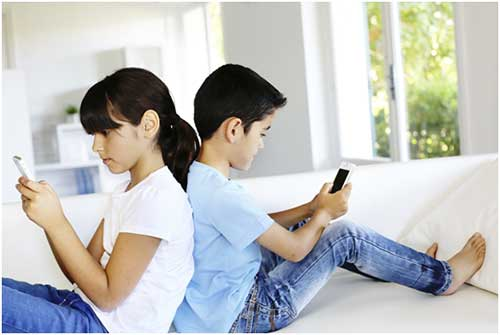 Jadilah Orang Tua Bijak Terkait Penggunaan Ponsel oleh Anak