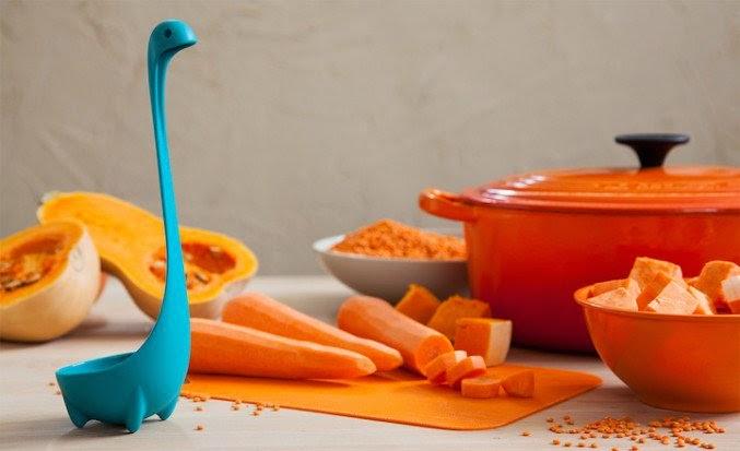 frutas  y un cucharon moderno