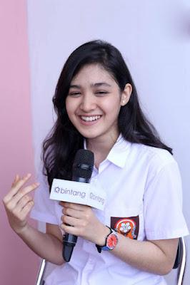 Artis Seragam SMA ROk Pendek Se bispak ksi Cut Syifa