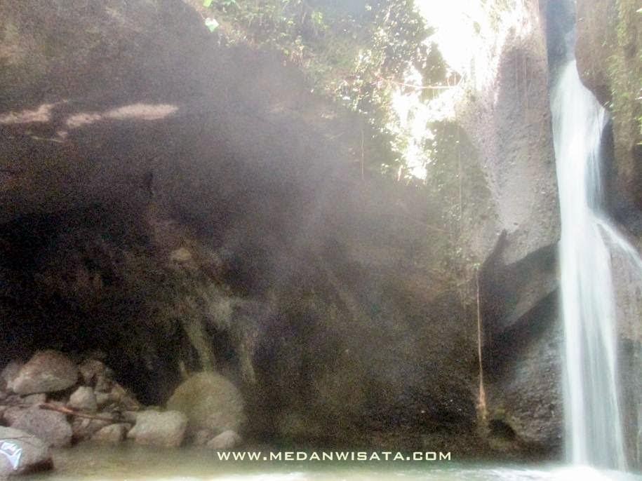 Goa dan Air Terjun Karsima Langkat Sumatera Utara