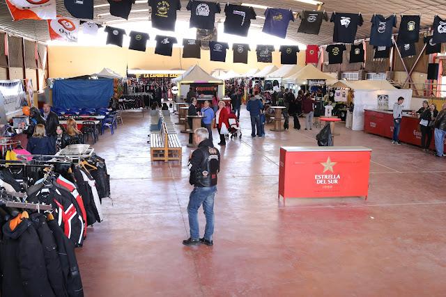 Interior del centro hípico de Mairena del aljarafe en la concentración de motos