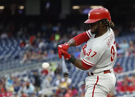 Phillies take part of first place after win in Pittsburgh