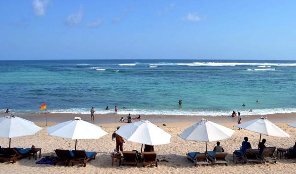 Beberapa aktivitas di Pantai Pandawa