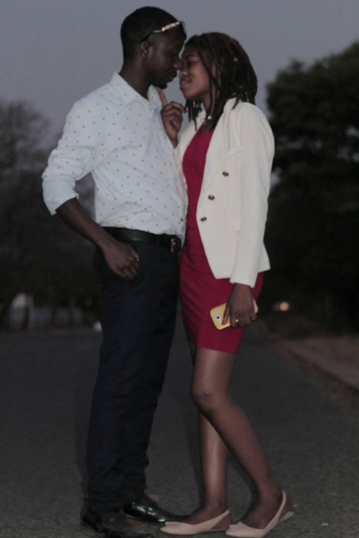Bulawayo Dating Club Leg uit hoe wetenschappers radioactief daten gebruiken om de leeftijd van een fossiel te benaderen