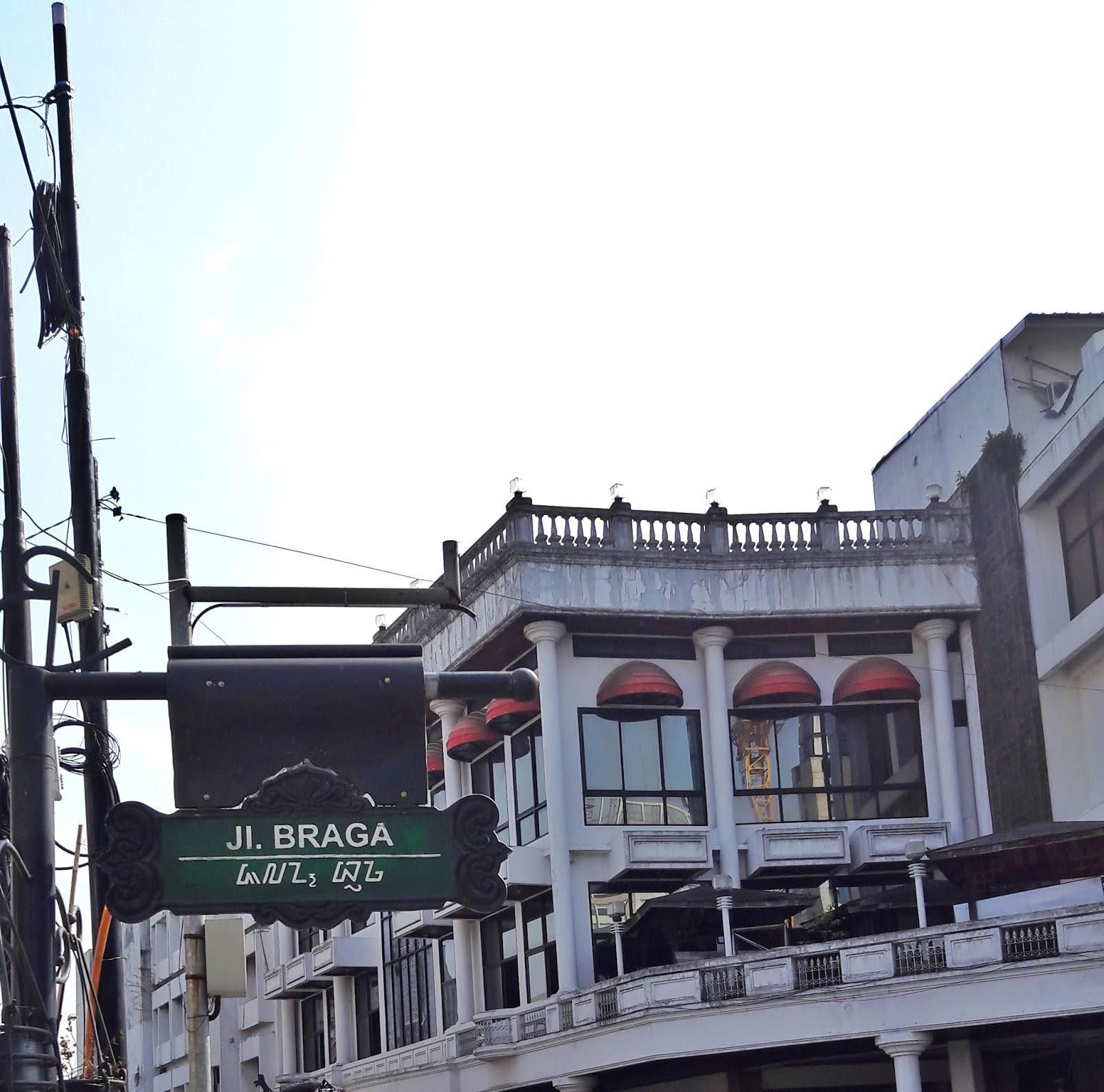 papan nama jalan braga