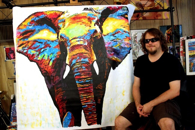 15 Pictures That Prove How Incredibly Powerful The Human Soul Can Be - John Bramblitt is a blind painter who creates incredible works of art.