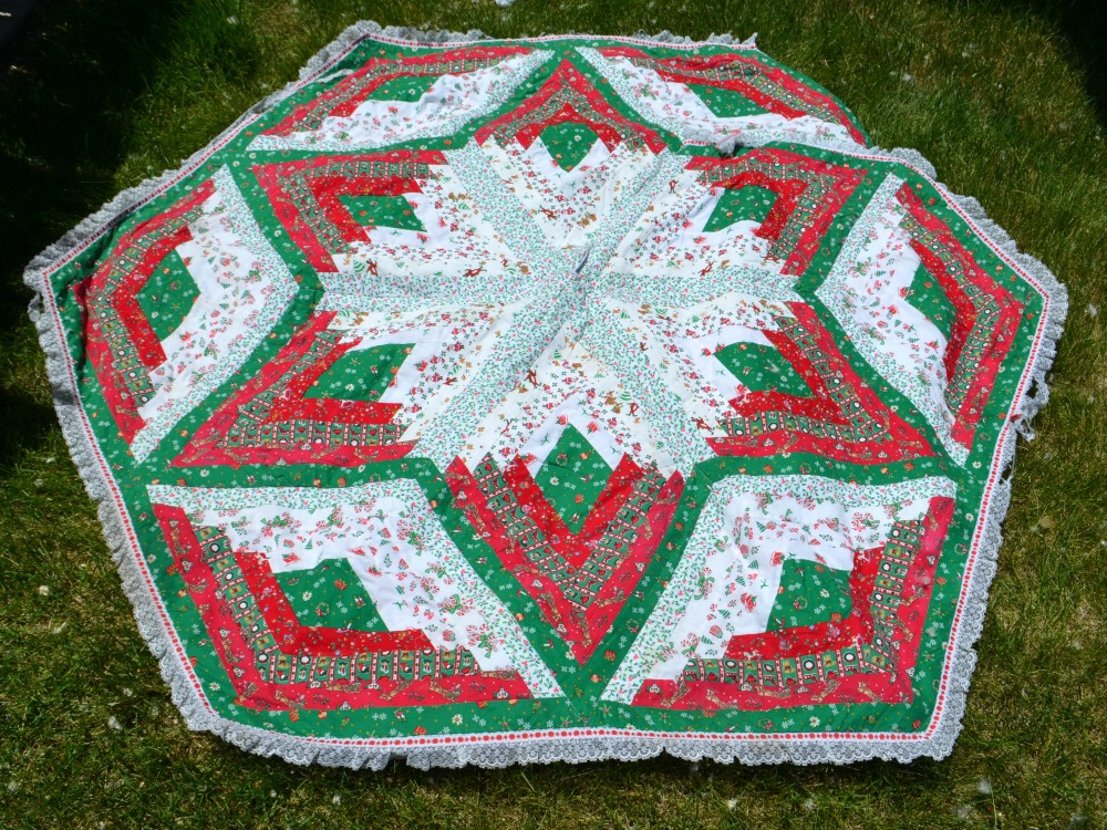 When Thinking Of What We Could Make With These Sweet Fabrics Debbie Showed Me A Tree Skirt Her Mother Had Made For Diamond Log Cabin By