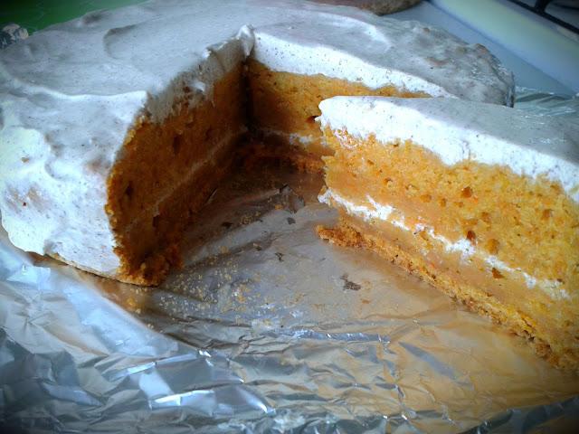 Морквяний пиріг зі сметанним кремом