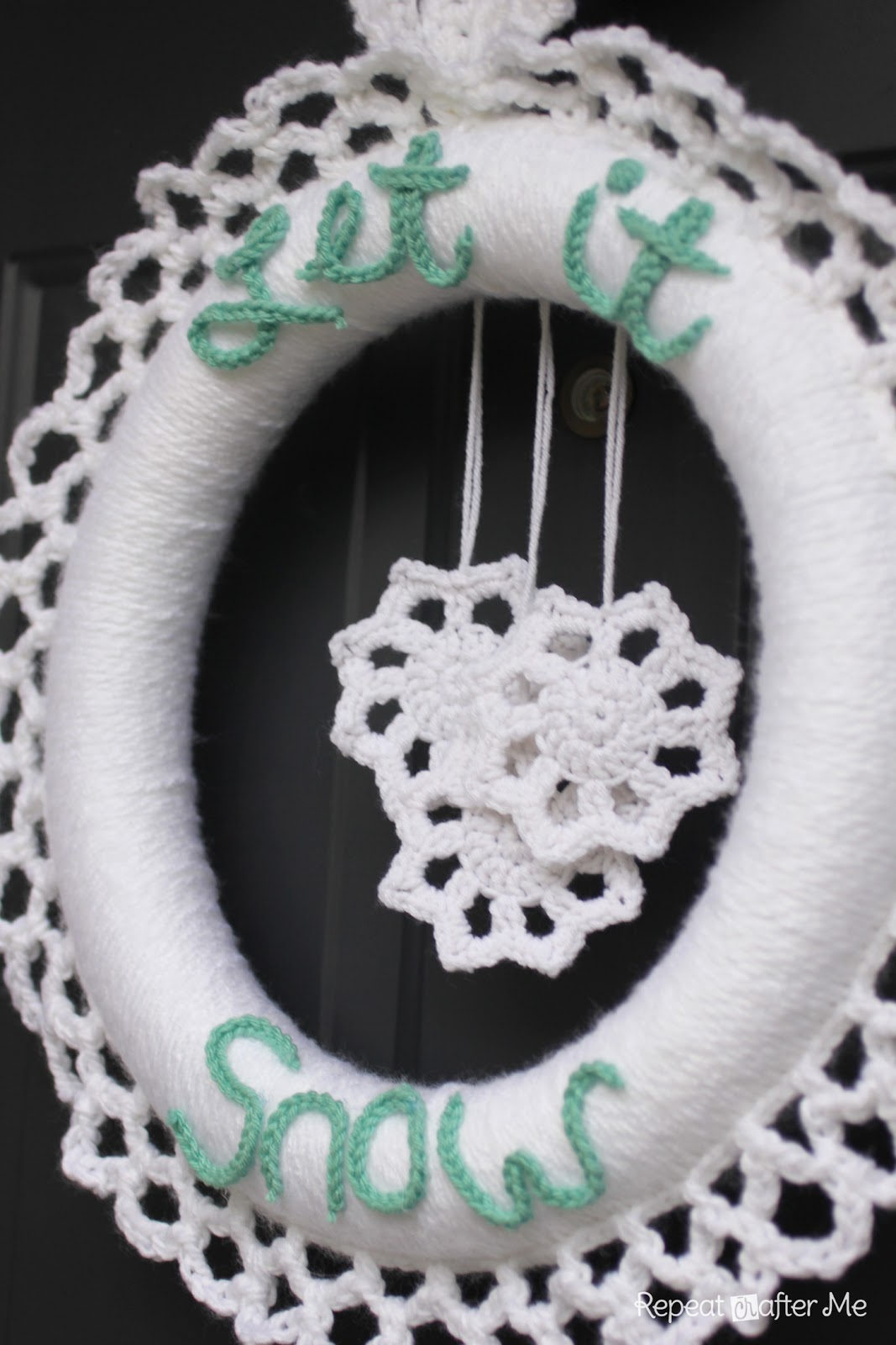 Crocheted Winter Wreath - Repeat Crafter Me