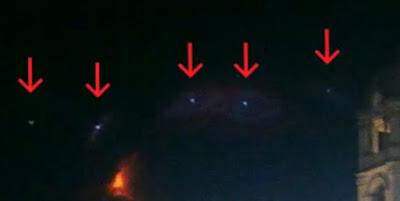 Orbs allineati fotografati sull'Etna il primo maggio 2013