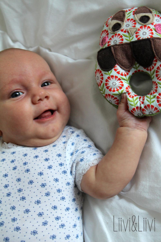 liiviundliivi rund ums baby babyrasseln und verlosung. Black Bedroom Furniture Sets. Home Design Ideas