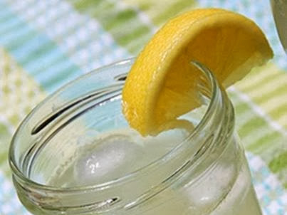 10 Reasons To Start Your Day With Lemon Water