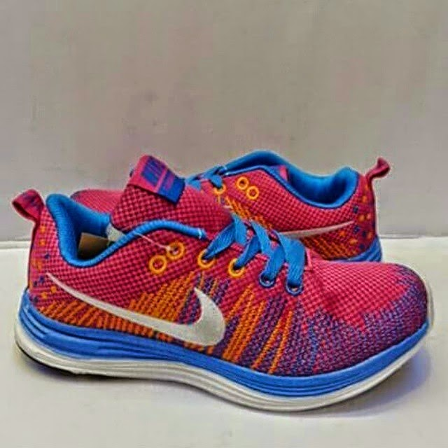 SEPATU NIKE RUNNING TERBARU  Nike running women terbaru 2015 e3b616b60
