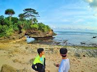 Intip Pesona Pantai Karang (Batu)  Bolong Malang