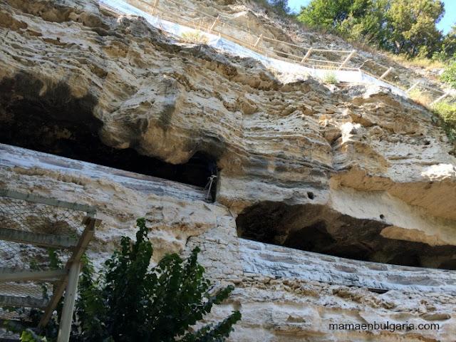 El acantilado del monasterio de Aladzha