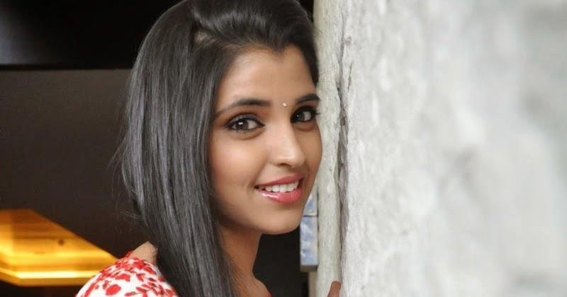 Anchor Shyamala Latest Hot Saree HD Stills Gallery,anchor