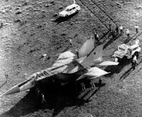 Il MiG-25 di Belenko coperto dal telone.